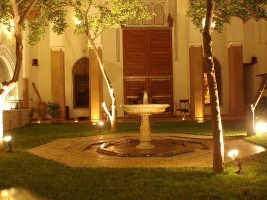 Riad Laaroussa Hotel and Spa:                   Patio in the evening.
