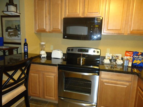 Holiday Inn Club Vacations Ascutney Mountain Resort:                   Kitchen
