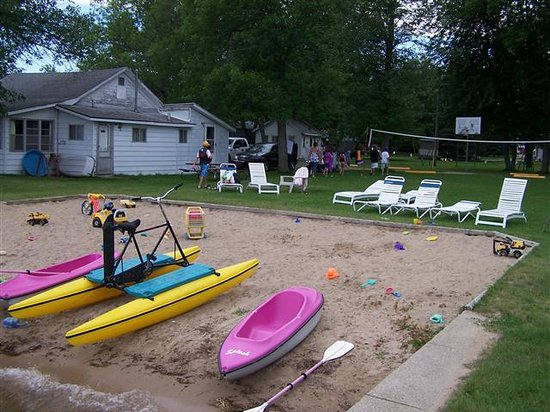 Lagoon Resort & Motel: Beach front