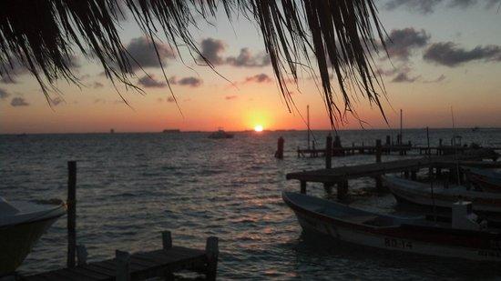 Hotel Bucaneros Hotel & Suites :                   Sunset