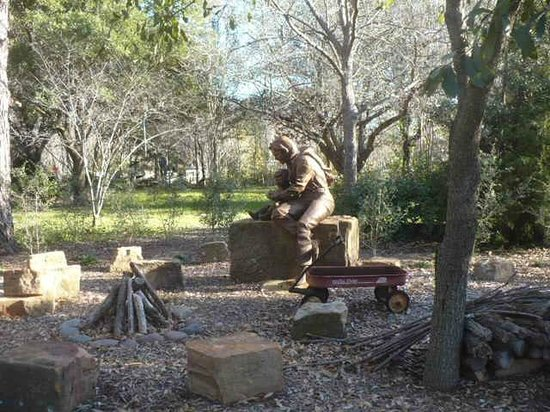 Clark Gardens Botanical Park:                                     STATUE OF MRS. CLARK