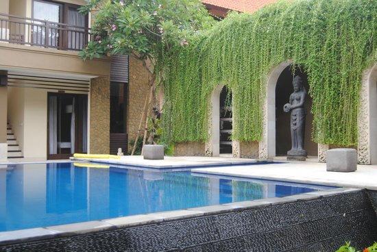 D'Kubu Legian Hotel