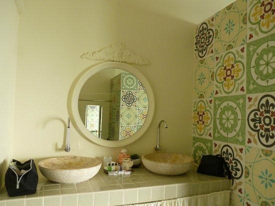 Perennial Resort:                   バスルーム