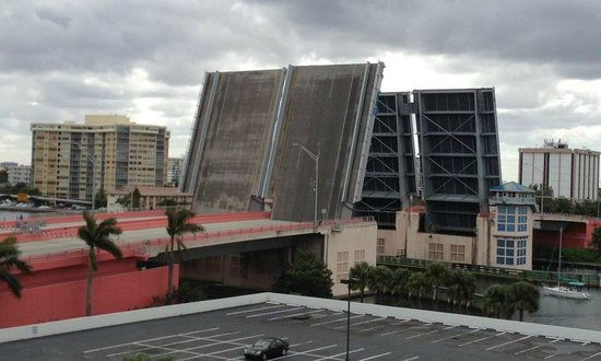 DoubleTree Resort by Hilton Hollywood Beach:                                                                         Bridge