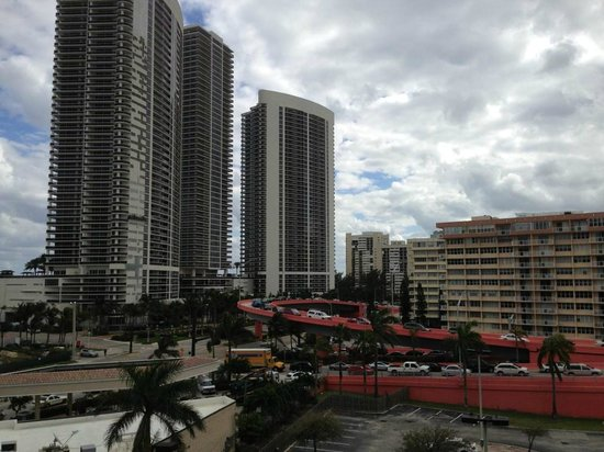 DoubleTree Resort by Hilton Hollywood Beach:                                                                         Overview