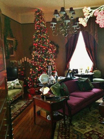 The Reynolds Mansion:                   Sitting room