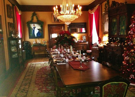 The Reynolds Mansion:                   Breakfast served on fine china