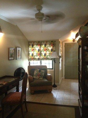 Coblentz Inn Boutique Hotel:                   Lounge Area