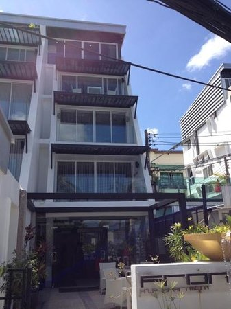 The Front Hotel and Apartments:                   Front Hotel i Patong