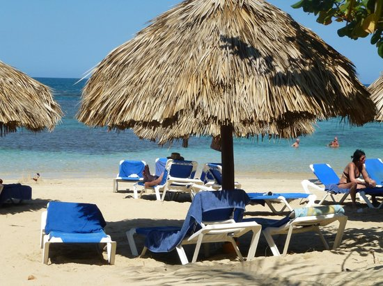 Grand Bahia Principe El Portillo:                                     Relaxing by the ocean