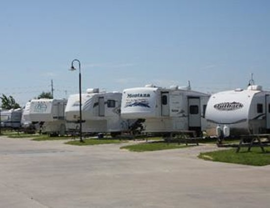 this is one of the private restrooms picture of gulf coast rv resort beaumont tripadvisor. Black Bedroom Furniture Sets. Home Design Ideas