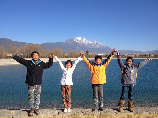 Baisha Holiday Resort Lijiang : Children donated by Baisha Holiday Resort