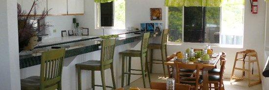 Chester's Highway Inn Bone Fish Lodge: JuNette's Bar