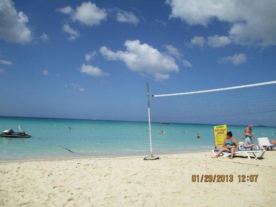 Hidden Paradise Resort Hotel:                   7-Mile beach view at Mama Flo's                 