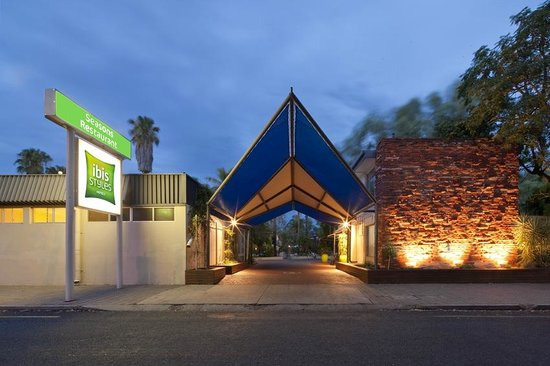 Ibis Styles Alice Springs Oasis: Main Entrance