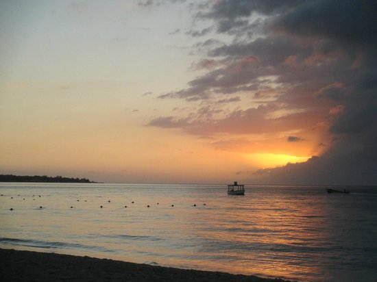 Hidden Paradise Resort Hotel:                   7-Mile beach sunset