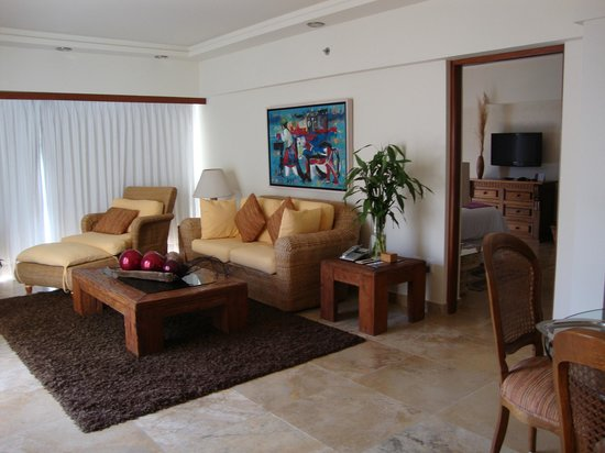 Sheraton Buganvilias Resort & Convention Center:                                     Living room area