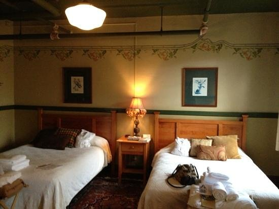 McMenamins Edgefield:                   the Stonehenge room