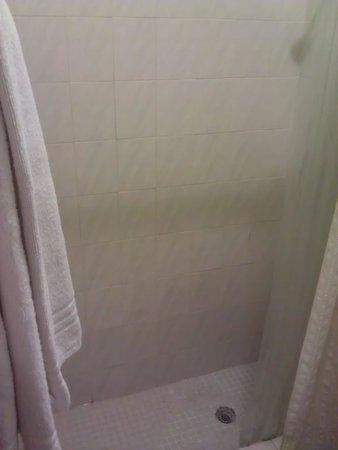 Hotel Iberia:                   shower