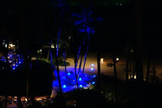 Four Seasons Resort Koh Samui Thailand:                   Aussicht auf den Strandbereich bei Nacht.