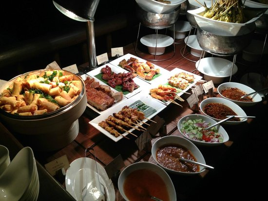 Four Seasons Resort Koh Samui Thailand:                   Thai-Buffet-Essen.