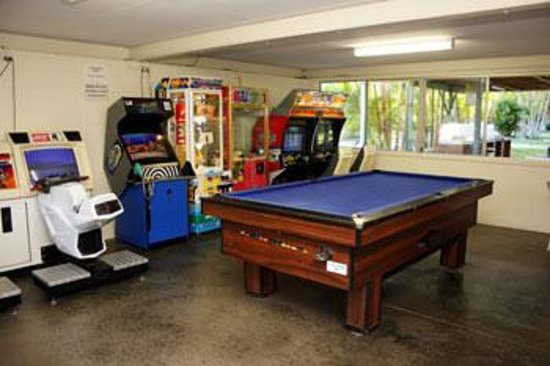 Alex Beach Cabins & Tourist Park: Games Room & Coffee Machine