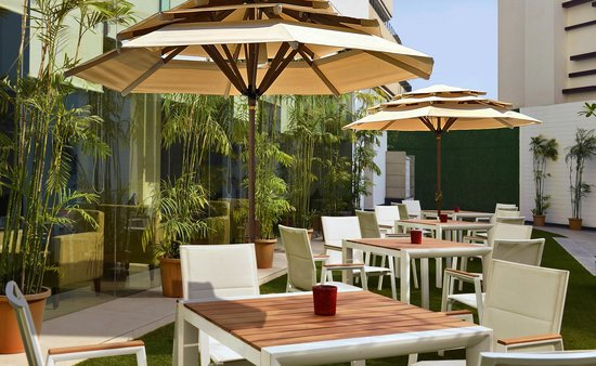 Hilton Garden Inn Gurgaon Baani Square India : The courtyard is perfectly suited for al fresco business events and social gatherings.