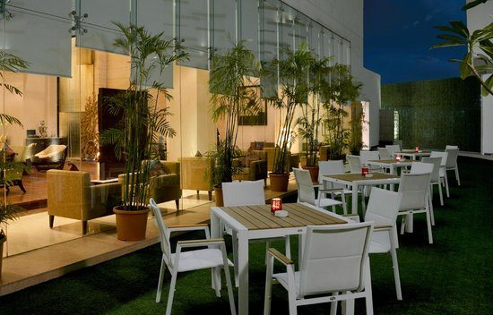 Hilton Garden Inn Gurgaon Baani Square: The courtyard is perfectly suited for al fresco business events and social gatherings.