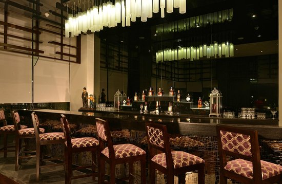 Hilton Garden Inn Gurgaon Baani Square India: Pose, the bar, serves a wide selection of fine wines and contemporary cocktails