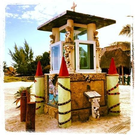 Beachfront Hotel La Palapa:                   Monumento al Santo de los Pescadores