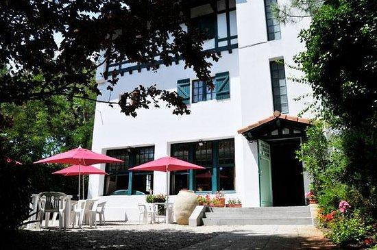 Hotel Ttiki Etchea : entrée de l'hôtel