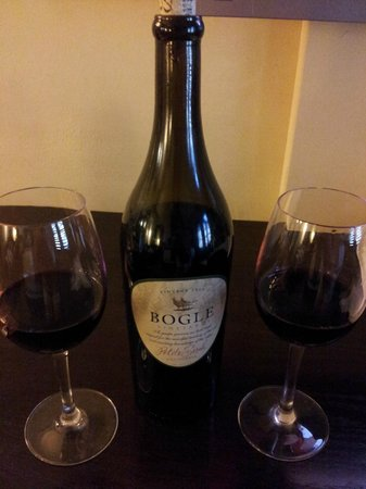 Hotel Valencia - Santana Row :                   Complimentary Red Wine