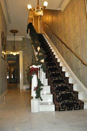 JStones Whitehouse Restaurant: The Main Hallway