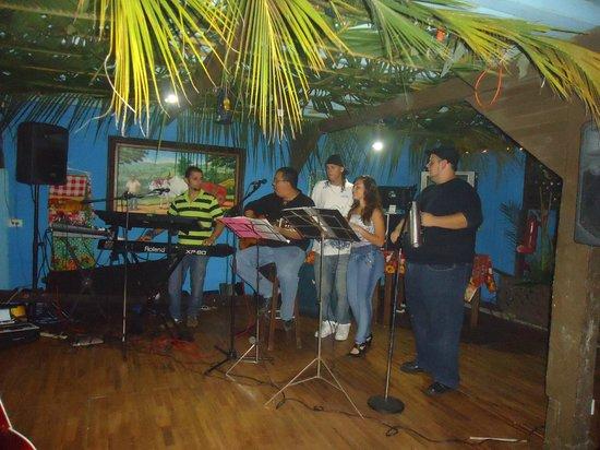 Casona Rio Fortuna: MUSICA BAILABLE EN VIVO, Cultour Costa Rica