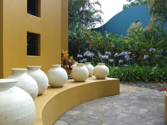 Xandari Resort & Spa:                   Round shapes against square shapes