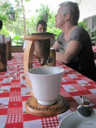 Casona Rio Fortuna: CAFE CHORREADO A MANO, Cultour Costa Rica