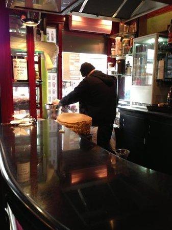 Au petit creux :                   l'uomo delle crêpes
