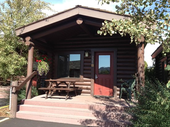 Elk Country Inn:                   cabin front
