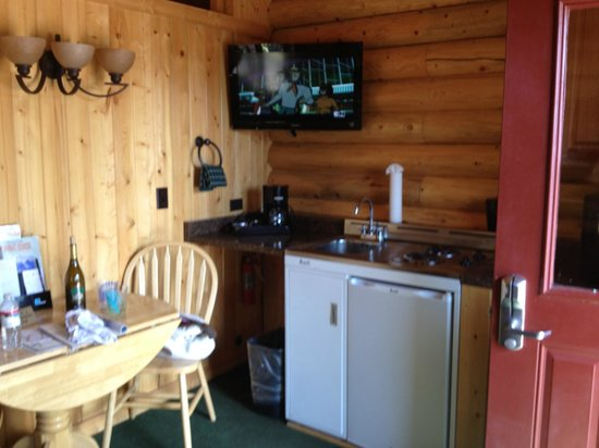 Elk Country Inn:                   kitchenette