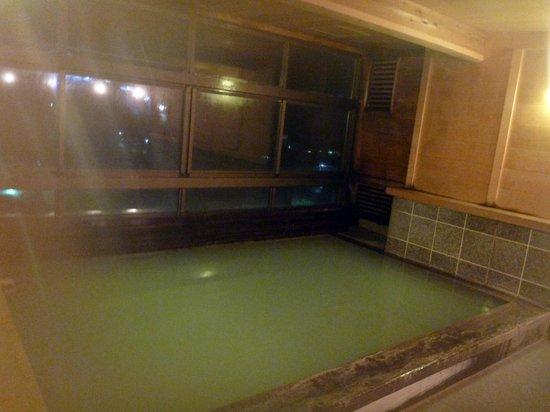 Zao Plaza Hotel:                   硫黄が強いので、けっこうピリピリします