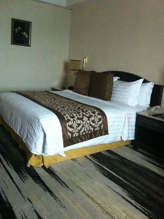 Gran Melia Jakarta:                   The bed