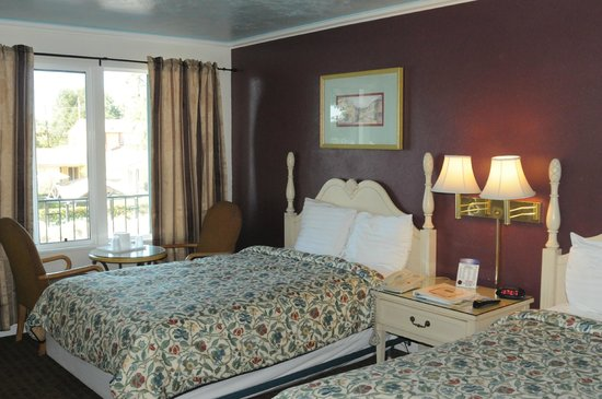 Oasis Inn & Suites: Double bed room