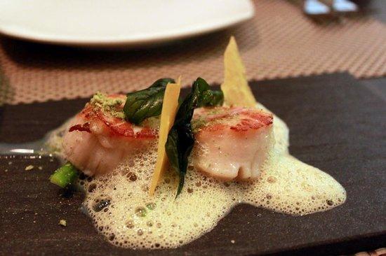 Pamplemousse Bistro & Bar:                   Seared scallops with kaffir lime salt