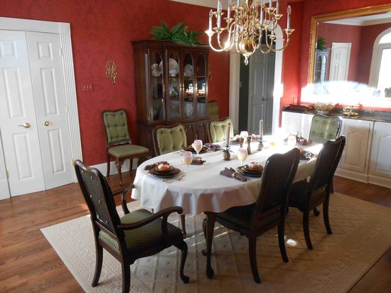 The Ashlyn House:                   Breakfast at Ashlyn House