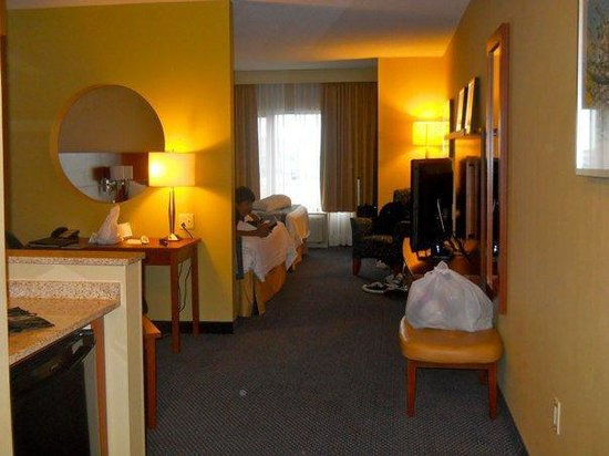 Fairfield Inn & Suites by Marriott Montreal Airport:                   Nice Airport Hotel