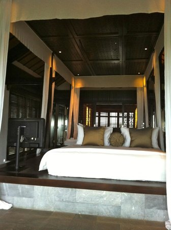 Four Seasons Resort The Nam Hai, Hoi An:                                     the massive bed on a platform, nice but a bit dangerous at n