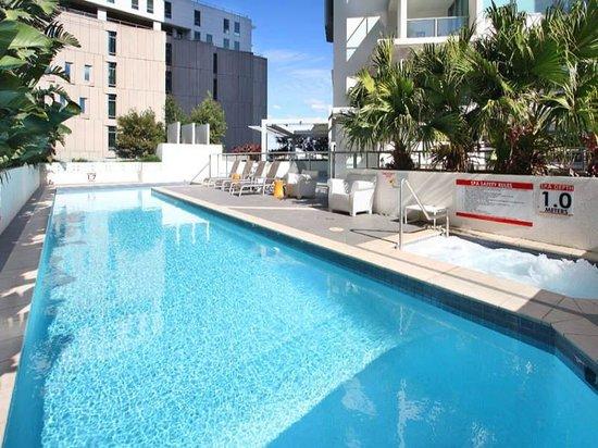 Evolution Apartments: Pool