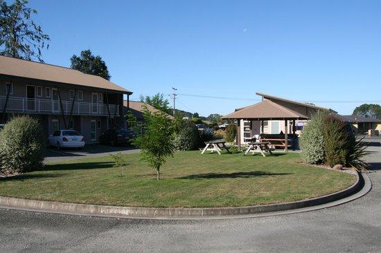 Mohua Motels:                   Centre of Motel area