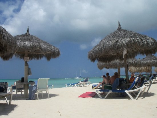 Hilton Aruba Caribbean Resort & Casino:                   Beautiful beach