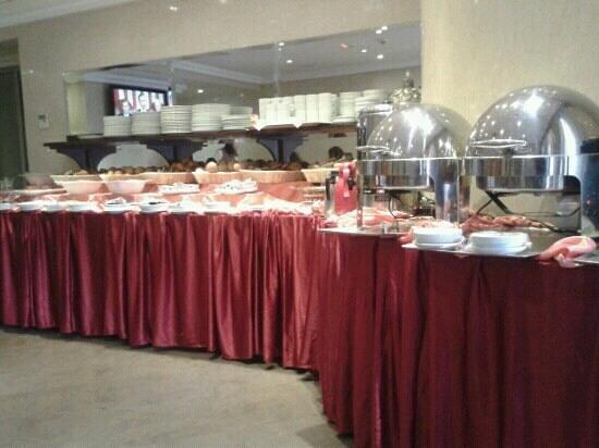 Hotel Almas:                                                       breakfast buffet